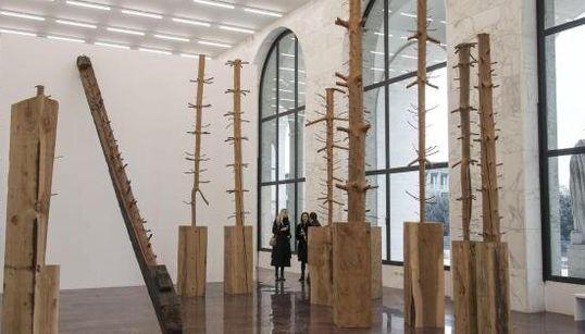 La natura e il tempo di Giuseppe Penone in mostra per Fendi al Palazzo della Civiltà