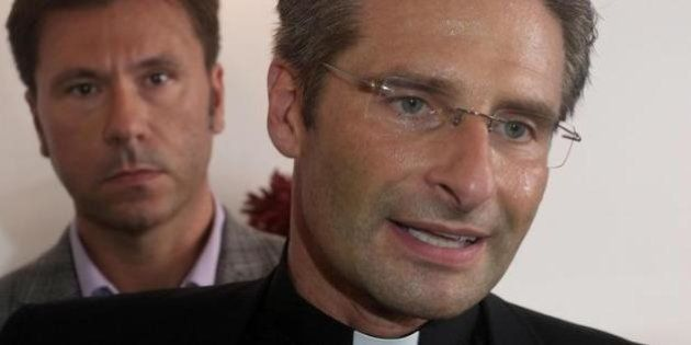 Krzysztof Charamsa dopo il coming out scrive a Papa Francesco: