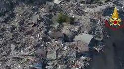 Solo un cumulo di macerie: il drone vola sui paesi rasi al suolo dal