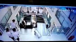 Muore inghiottita dalle scale mobili per salvare il figlio