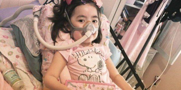Julianna Snow, 5 anni, sceglie di morire a casa sua e non in un ospedale. La mamma: