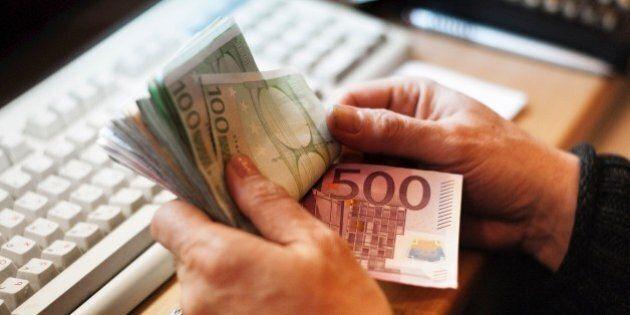 Tasse, negli ultimi tre anni paghiamo dagli 881 euro a 628 euro in più. Colpa dei tagli del governo ai