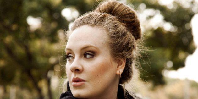 Adele fa shopping ma le viene rifiutata la carta di credito: la sua figuraccia da