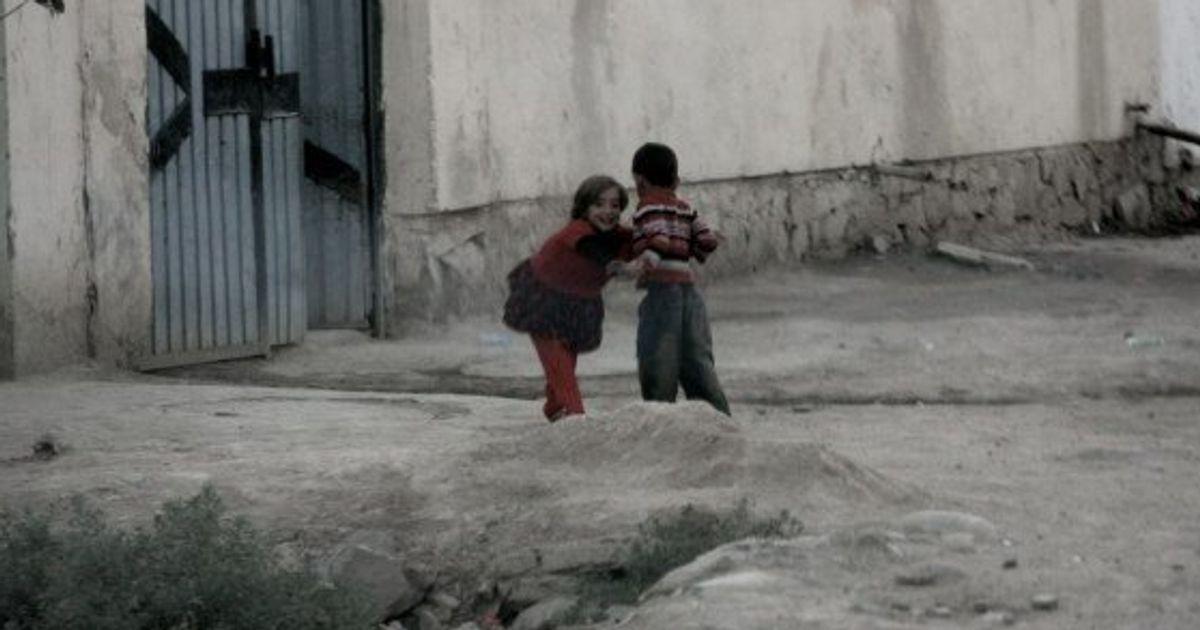 La storia dei bacha bazi in Afghanistan. Bambini costretti a