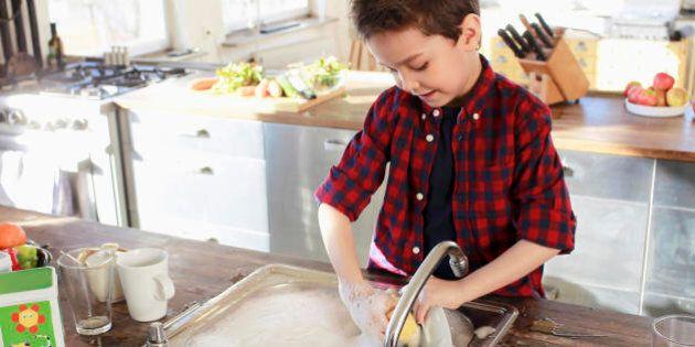 Bambini cresciuti troppo in fretta hanno difficoltà a fare i genitori. Troppe responsabilità compromettono...
