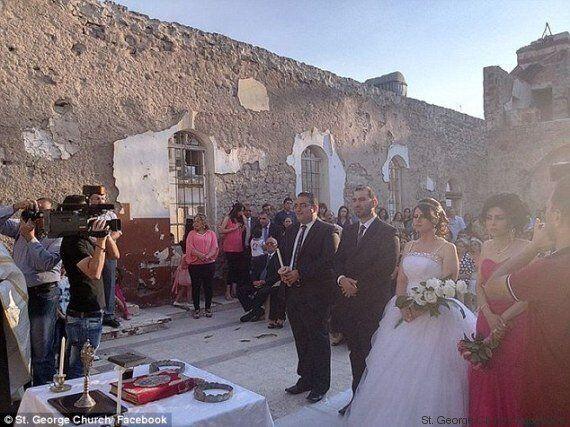 Siria, il matrimonio di Fana e Rana in una chiesa distrutta dalla guerra diventa simbolo di speranza....