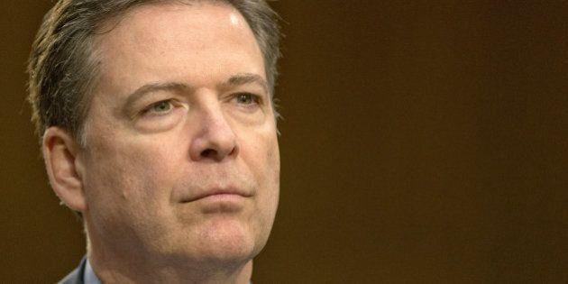 James Comey, ecco chi è l'uomo che minaccia la corsa di Hillary Clinton. La Casa Bianca neutrale sul...