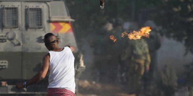 Gerusalemme, una molotov centra l'auto di due coloni: feriti. Sale la tensione con i