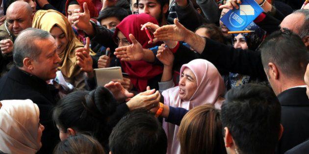 La Turchia premia il sultano. Erdogan riconquista la maggioranza