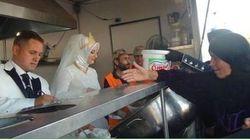 Questi sposi turchi hanno invitato al matrimonio 4mila rifugiati