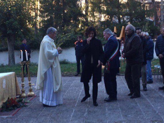 Terremoto, Matteo Renzi e Agnese Landini alla messa per Ognissanti a Preci. Il premier:
