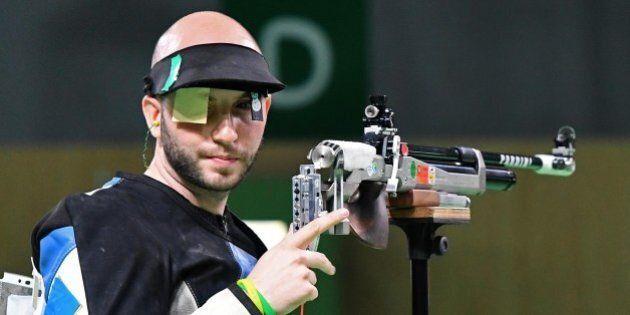Niccolò Campriani medaglia d'oro nella carabina 10 metri alle Olimpiadi di Rio 2016. Argento per Giovanni...