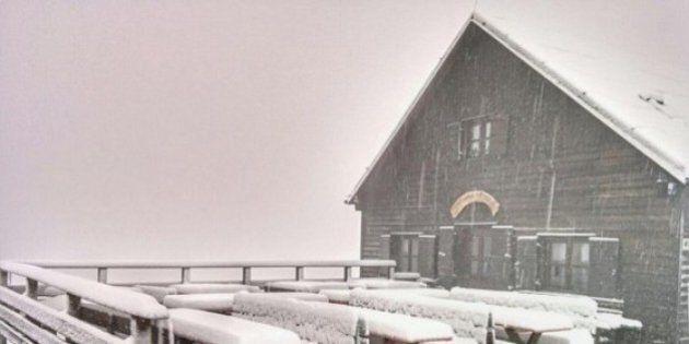 In Trentino in pieno agosto arriva la neve la Protezione Civile lancia
