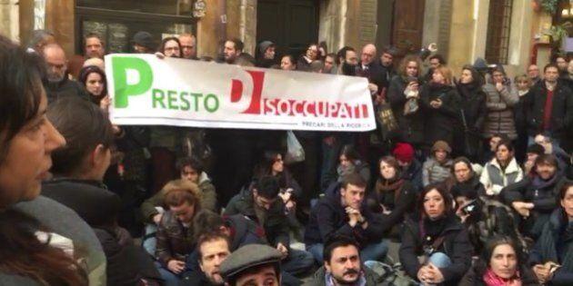 Precari Istat manifestano davanti alla sede Pd, via libera alla stabilizzazione. Boccia: