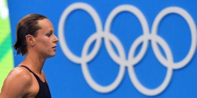 Olimpiadi di Rio, Federica Pellegrini rinuncia ai 100 stile libero: farà solo la staffetta. E sui social...