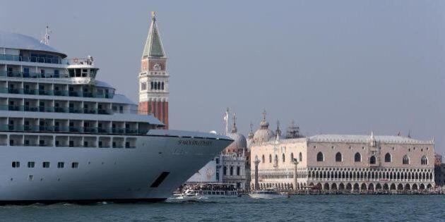 Grandi navi a Venezia. L'idea del sindaco Luigi Brugnaro per fare cassa: