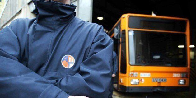 Genova, l'autista del bus sul quale Luca è stato picchiato perché creduto gay: