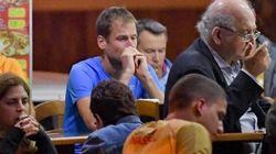 Dopo la squalifica Alex da solo, in un bar di Rio, con lo sguardo perso nel