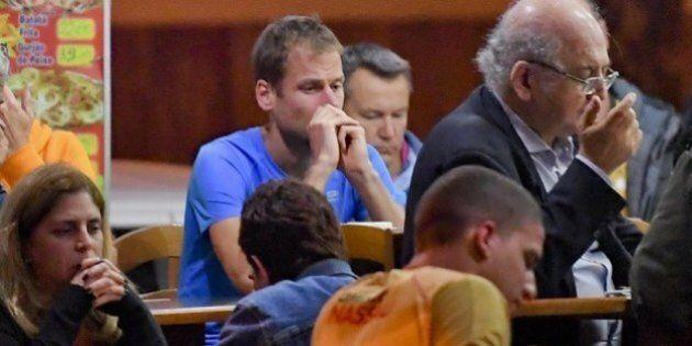 Alex Schwazer squalificato a 8 anni per doping chiede rispetto. Solo in un bar di Rio, con lo sguardo...