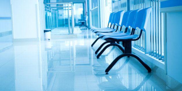 Vuole donare 2 milioni all'ospedale di Ragusa, ma lo mettono per due ore in sala d'attesa: e il benefattore...