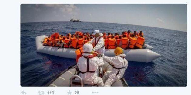 Libia, si rovescia barcone con 700 migranti a bordo, 373 in salvo. Msf: