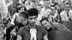 La storia della foto della prima ragazza afroamericana ammessa in una scuola per soli