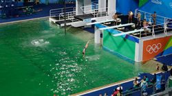 Alla fine gli organizzatori trovano il motivo dell'acqua verde in piscina: è