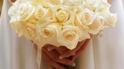 Il marito la vede struccata la prima notte di nozze e le fa