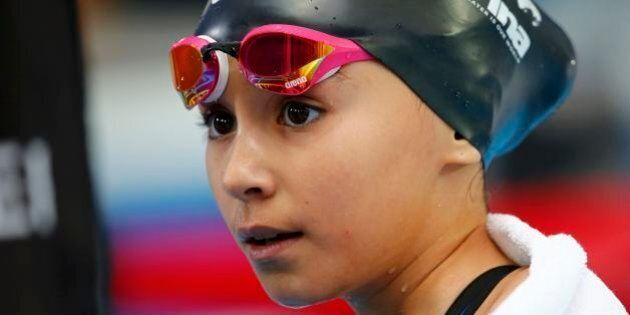 Alzain Tareq, 10 anni, gareggia ai mondiali di nuoto. Polemiche per i nuotatori bambini: dovrebbe esserci...