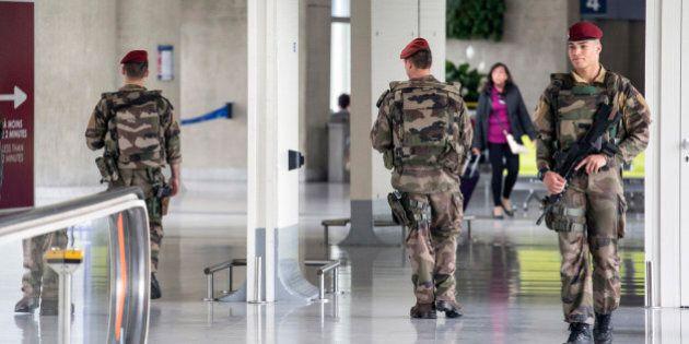 Disastro Egyptair, l'aeroporto di Parigi al setaccio. Si cerca l'eventuale falla nella