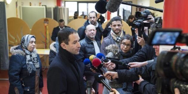 Francia, Hamon supera Valls alle primarie del partito socialista. Vince il candidato anti