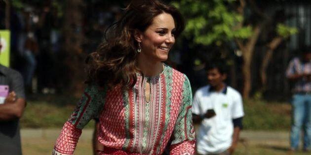 Kate Middleton e l'abito indiano della sarta che guadagna 3 sterline al
