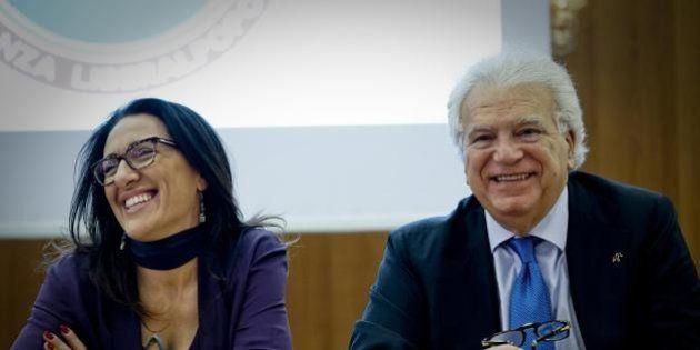 Denis Verdini abbraccia Valeria Valente, candidata renziana a Napoli: