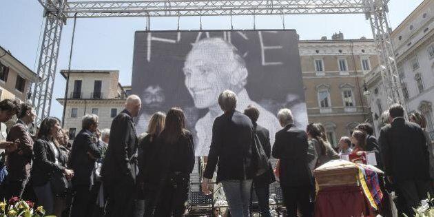 Addio a Marco Pannella, ultimo saluto a Piazza Navona: il racconto per immagini (FOTO,