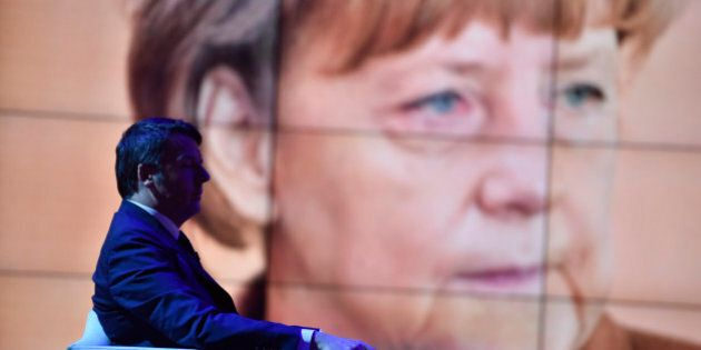 Matteo Renzi in Germania da Angela Merkel. Migranti, energia, flessibilità e banche: i 4 dossier roventi