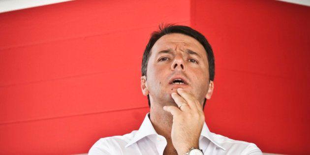 Sotto l'ombrellone con lo spettro della crisi di governo: Renzi tira dritto sul Senato non elettivo,...