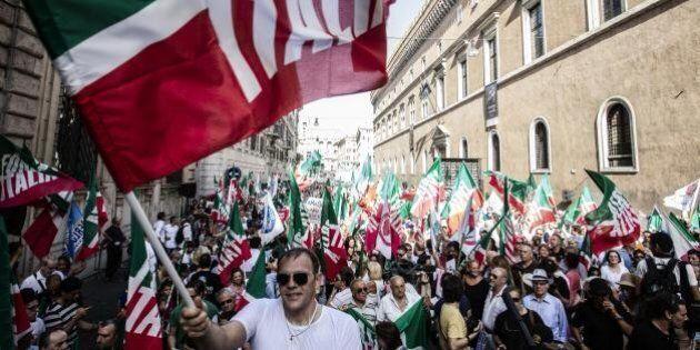 Centrodestra in piazza contro Renzi. L'annuncio di Brunetta: