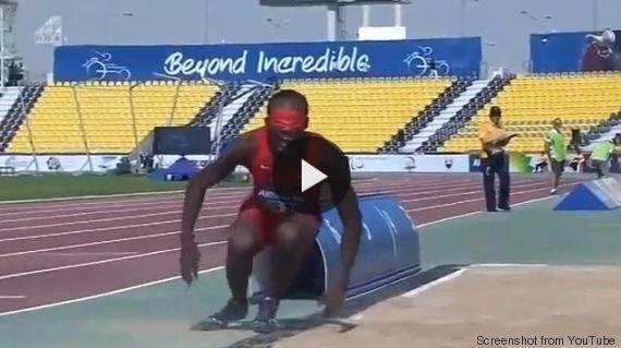 Lex Gillette, atleta paralimpico cieco, dopo un salto sbagliato si rialza e vince la medaglia d'oro (VIDEO,