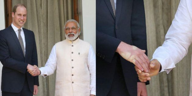 William stringe la mano a Nanrendra Modi: la stretta è fortissima, il primo ministro indiano gli lascia...