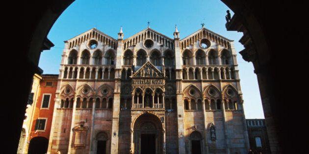 Il Comune di Ferrara chiede 100 mila euro di arretrati Imu alla Chiesa. L'arcivescovo scrive a