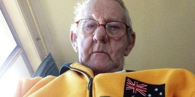 Ray Johnstone, pensionato vedovo di 75 anni, scrive un annuncio per cercare un amico con cui pescare:...