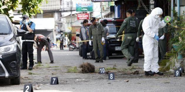 Raffica di attacchi in Thailandia: 11 bombe, feriti due italiani. La polizia: