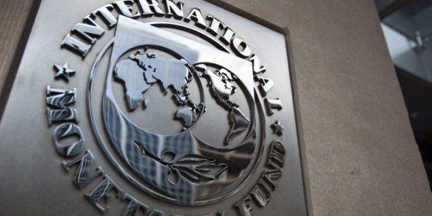 Fmi vede Pil Italia 2016 a +1,1%, produzione a livelli pre-crisi solo dopo 2020. Plauso su riforme, timori...