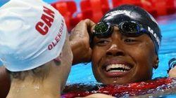 Simone scrive la storia del nuoto: è la prima afroamericana a conquistare