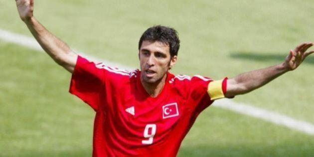 Turchia, mandato d'arresto per l'ex stella del calcio Hakan Sukur. E' accusato di far parte della rete...