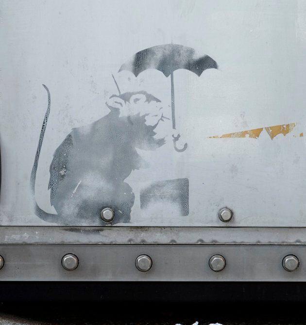バンクシーの作品かもしれない絵、東京都庁で展示される 2週間限定