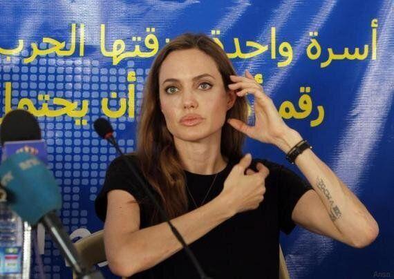 Angelina Jolie è stata scelta come professoressa alla London University. Terrà un master annuale sui...
