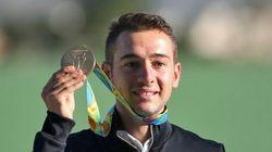 Gabriele Rossetti vince l'oro con il tiro a volo e riceve anche i complimenti da