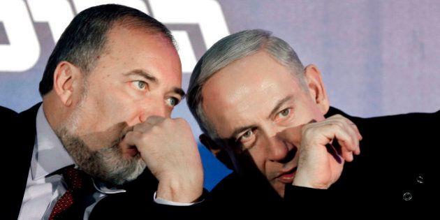 Israele, accordo tra Likud e Israel Beitenu: il falco Lieberman sarà ministro della Difesa. Olp: