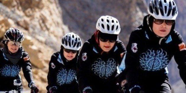 In bicicletta sulla strada per la libertà verso il Nobel per la